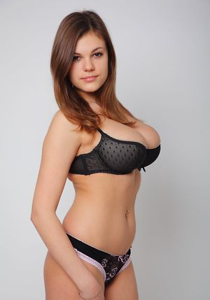 Big Perky Boobs Pictures