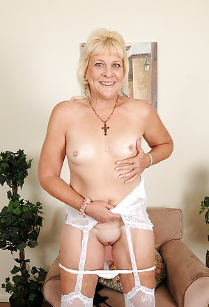 Mature Boobs Pictures